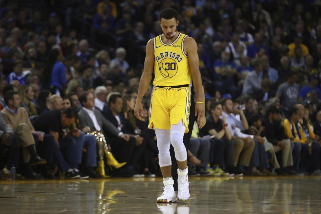 Velika zmaga za Giannisa proti prvakom, Curry poškodovan (VIDEO)