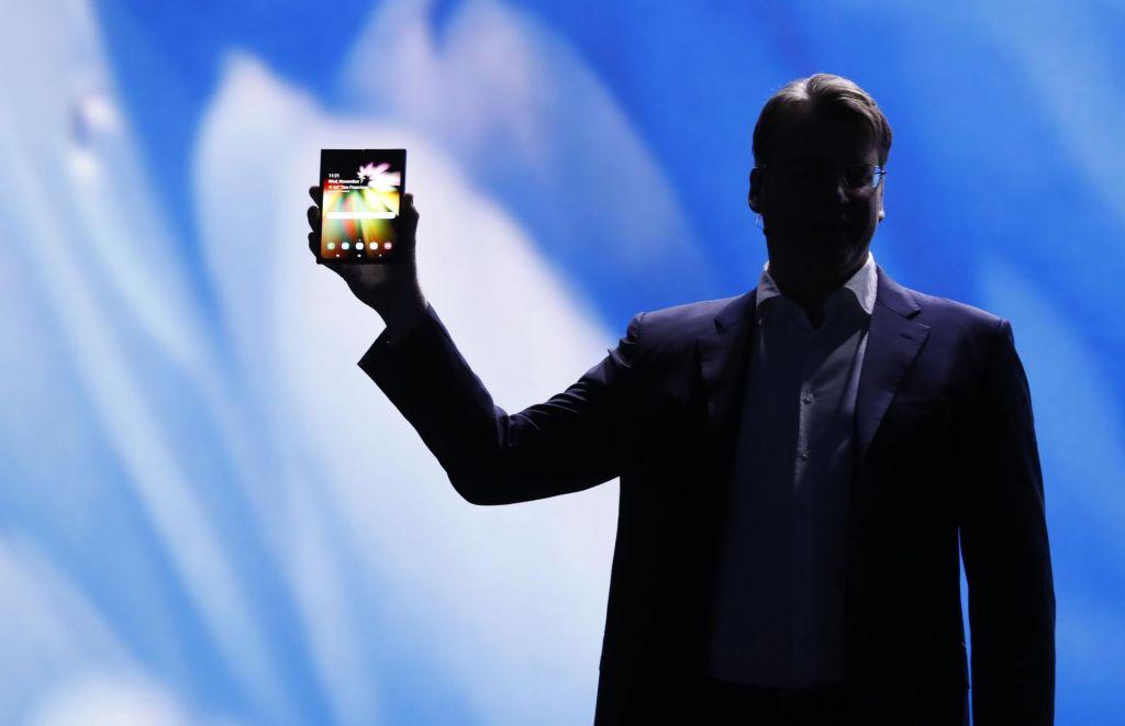 Samsung predstavil napravo prav posebne oblike. Je to prihodnost pametnih telefonov?