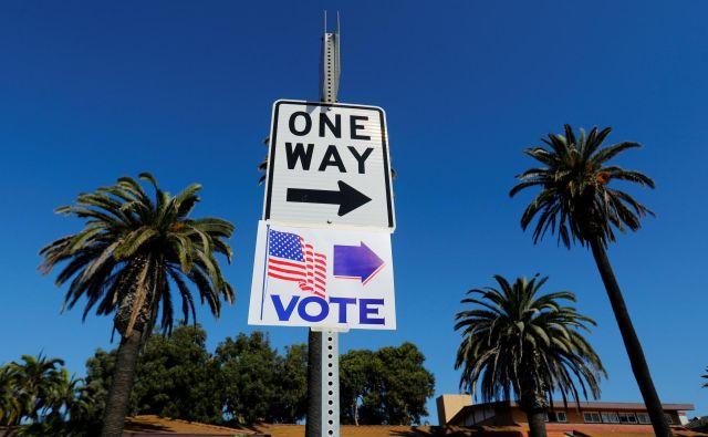 Zapleti s preštevanjem glasovnic so že sprožili vrsto tožb in ostre besede obeh strani o poskusih kraje volitev. FOTO Mike Blake/Reuters