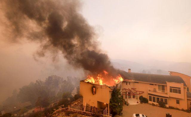 Hud požar pustoši po Malibuju.FOTO: Ap