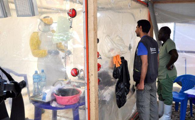 Zdravniki skrbijo za bolnike z eboli v Beniju. FOTO: Reuters