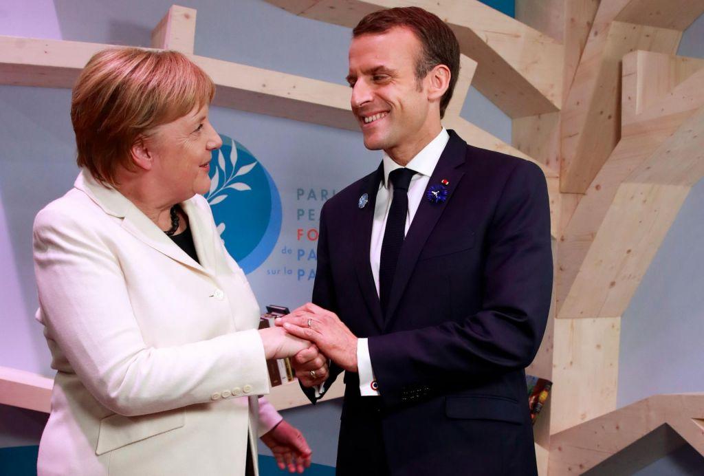 FOTO:Macron in Merklova pozvala k skupnemu»boju za mir«