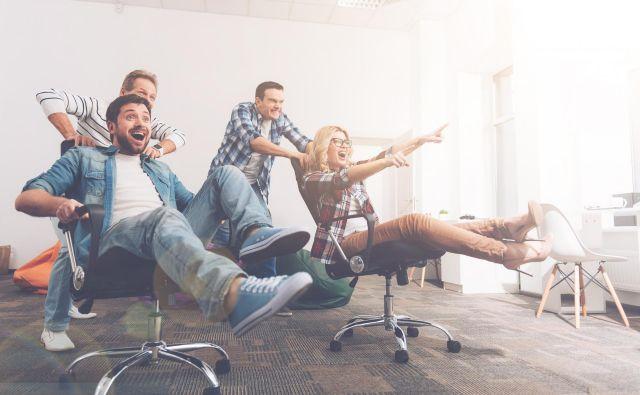 Meja v odnosu med zaposlenim in delodajalcem je tam, kjer vodja zaradi prijateljskega odnosa ne zmore več opravljati učinkovito svojega dela. FOTO: Shutterstock
