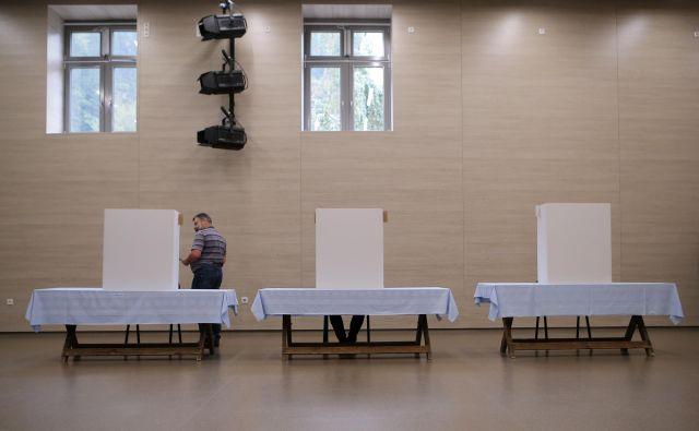 Volivci, ki bodo v nedeljo zadržani, se lahko na volišča odpravijo danes, jutri ali v četrtek. FOTO: Uroš Hočevar/Delo