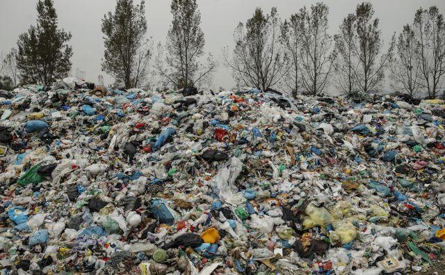 Kupi plastičnih odpadkov na deponiji Barje. FOTO: Uroš Hočevar/Delo