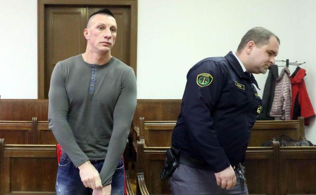 Fahrudin Čaušević je bil obtožen, da je po vlomu enega od stanovalcev poškropil s solzivcem. FOTO: Igor Mali