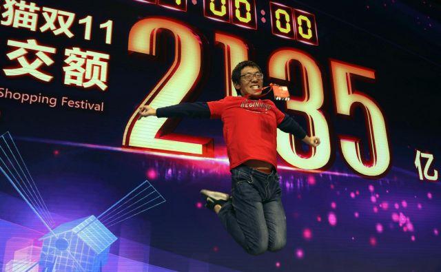 Trenutek, ko je na velikem zaslonu v Šanghaju zasijal napis »2135 yi-a«. Končna vrednost prodanih izdelkov je znašala 213,5 milijarde juanov. FOTO: AP