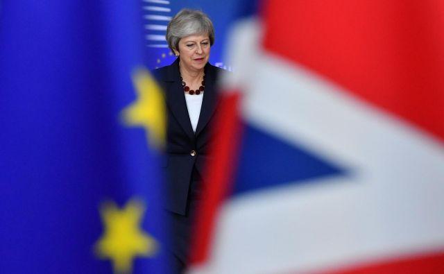 Britansko premierko Thereso May čaka naporno prepričevanje njenih ministrov o dogovoru, ki so ga na tehnični ravni uspeli doseči evropski in britanski pogajalci. FOTO: EMMANUEL DUNAND / AFP