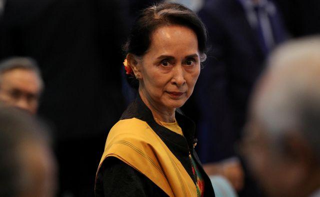 Aung San Su Či zavrača obtožbe o etničnem čiščenju v Burmi. FOTO: Reuters