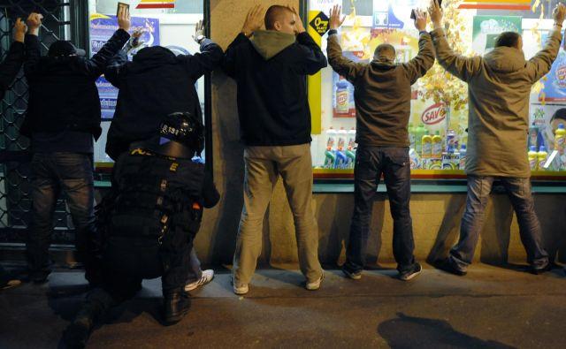 V Pragi se število prijavljenih kaznivih dejanj v zadnjih letih manjša, lani pa se jih je bilo kar 40 odstotkov manj kot pred dvema desetletjema. Foto: Petr Josek/Reuters