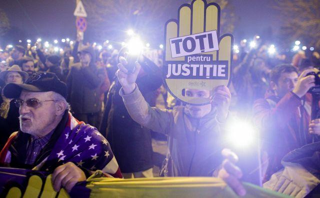 Proti sporni pravosodni reformi so v Romuniji avgusta potekali množični protesti. FOTO: Inquam Photos/Reuters