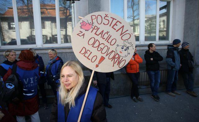 Če sindikati in vlada ne bodo našli skupnega jezika, se obeta več protestnih shodov pred vladno palačo. FOTO: Jože Suhadolnik
