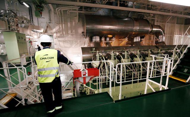 Ladijski motorji so veliki kot sobe, dosežejo tudi moč do 100.000 konjskih sil. Foto Reuters