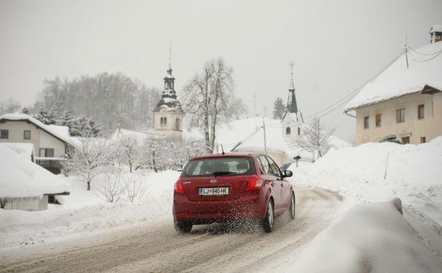Sneg lahko povzroči veliko težav. Bodite pripravljeni. FOTO: Jure Eržen