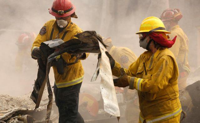 Po Kaliforniji je moralo domove zapustiti okoli 250.000 ljudi. FOTO: Terray Sylvester/Reuters