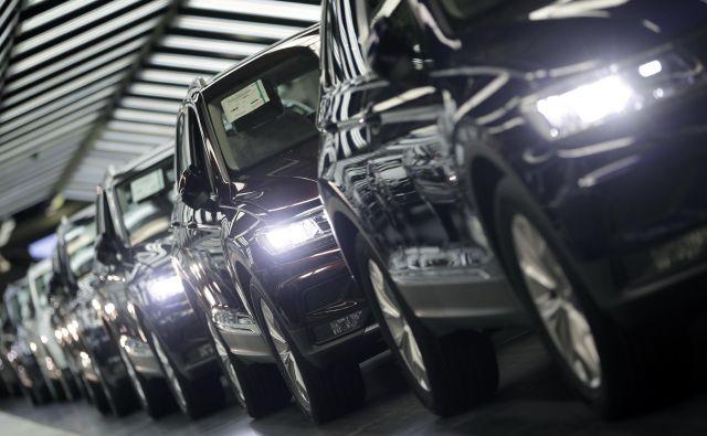 V Nemčiji se med drugim sprašujejo, koliko je za krčenje bruto domačega proizvoda kriva goljufiva avtomobilska industrija. FOTO: Michael Sohn/AP