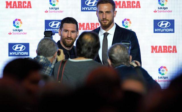 Jan Oblak (levo Leo Messi) je skop v komentiranju svoje prihodnosti. FOTO: Lluis Gene/AFP