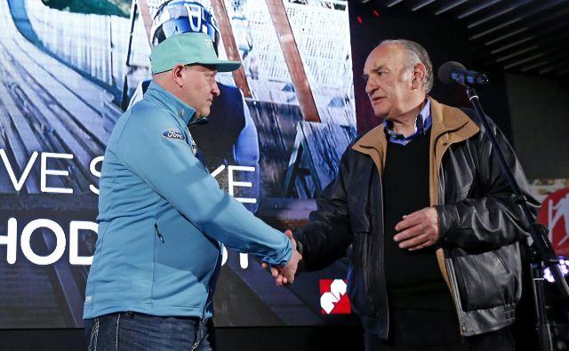 Ljubo Jasnič (na fotografiji desno) upa, da bo zdajšnje strokovno vodstvo v slovenskih smučarskih skokih nadaljevalo uspešno delo prejšnjega glavnega trenerja Gorana Janusa (levo). FOTO: Matej Družnik