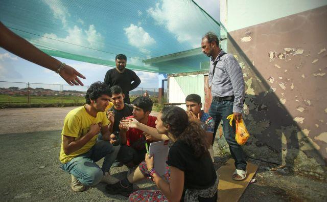 Dokument najprej govori o potrebi po naslavljanju vzrokov, ki ljudi prisilijo k migracijam, govori o ukrepih za zagotavljanje varnih, nadzorovanih in urejenih migracij. FOTO: Jure Eržen/Delo