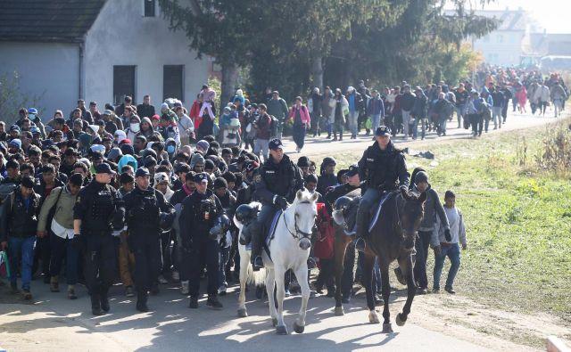 Dogovor prinaša več možnosti, da bomo skupaj z drugimi preprečevali množične migracije, kakršnim smo bili priča leta 2015, je zagotovil Cerar.Foto Igor Zaplatil/delo