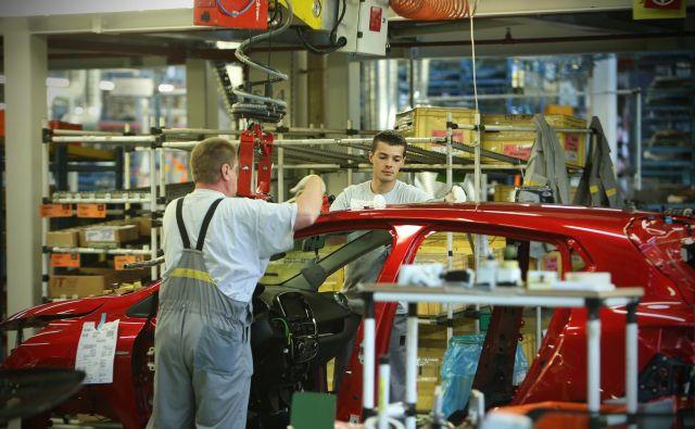 Revoz je zgled, kako delovna mesta prilagoditi starejšim. FOTO Jure Eržen/Delo