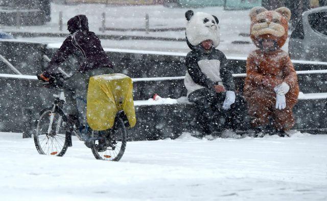 Kiev je eno prvih evropskih mest letošnjo zimo, ki ga je pokrila snežna odeja. Foto Sergei Supinsky Afp