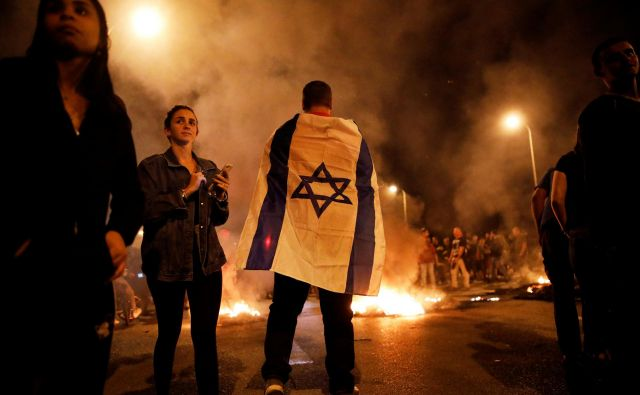 Izraelski varnostni kabinet je bil zelo blizu tega, da nad Gazo pošlje letala in pehoto, a se je predsednik vlade v dogovoru s svojimi najtesnejšimi zavezniki v zadnjem trenutku premislil. FOTO: Amir Cohen/Reuters