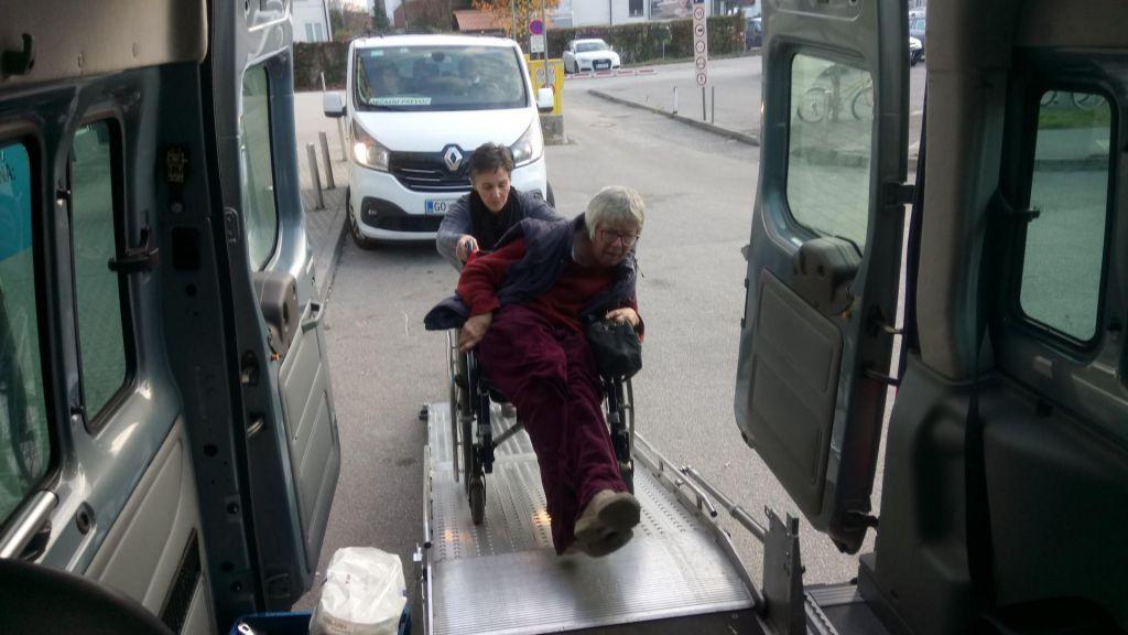 FOTO:Paraplegiki ljubljanske pokrajine zbirajo za kombi