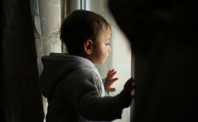 Kjučno je ozaveščanje staršev in otrok, pa tudi učiteljev in vzgojiteljev. »Naj to ne bo tabu. Le tako bomo odprli prostor, da se nam bo otrok morda zaupal.« Fotografija je simbolična. FOTO: Jure Eržen/Delo