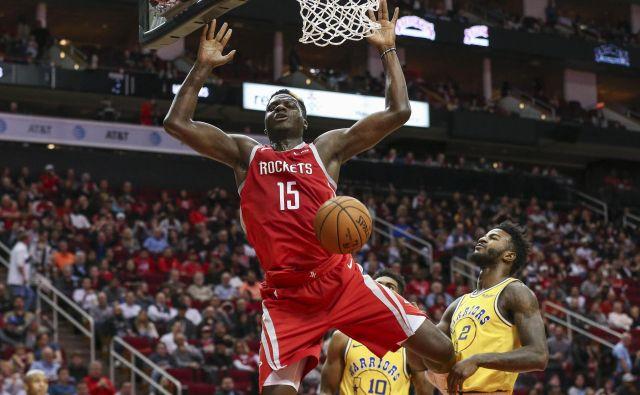 Izkazal se je tudi center Houstona Clint Capella, ki je dosegel deset točk in deset skokov. FOTO: Reuters