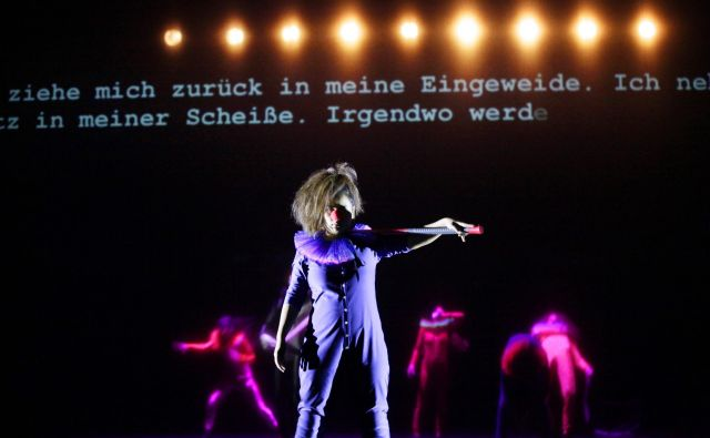 Predstava Stroj Hamlet. FOTO: Ute Langkafel