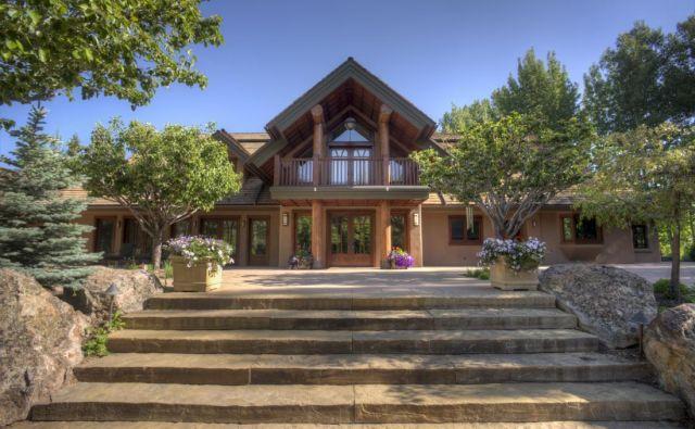 Hiša je bila deležna celovite prenove, dodana ji je bila hiša za goste, telovadnica, urejena pa je bila tudi okolica. Foto: toptenrealestatedeals.com