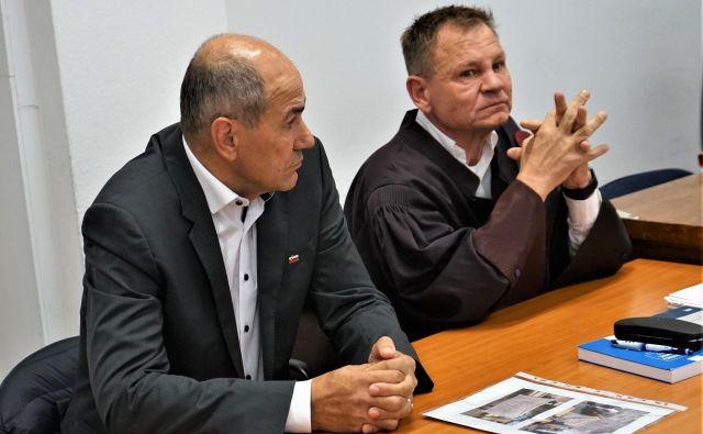 Janez Janša in Franci Matoz na celjskem sodišču. Foto Brane Piano