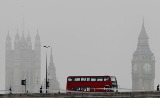 Čeprav se v Londonu zapleta, se v državah članicahnadaljujejo priprave na sprejetje ločitvenega sporazuma. Foto: Luke Macgregor/Reuters