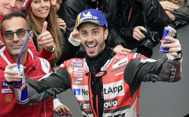 Ducati Team's Italian rider Andrea Dovizioso celebrates winning the MotoGP race of the Valencia Grand Prix at the Ricardo Tormo racetrack in Cheste, on November 18, 2018. (Photo by JAVIER SORIANO / AFP) Foto Javier Soriano Afp