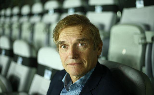 Navijaštva med slovenskimi sodniki ni, ker si vsak želi napredovati, zatrjuje vodja izobraževanja sodnikov pri UEFA Vlado Šajn. FOTO: Jože Suhadolnik/Delo