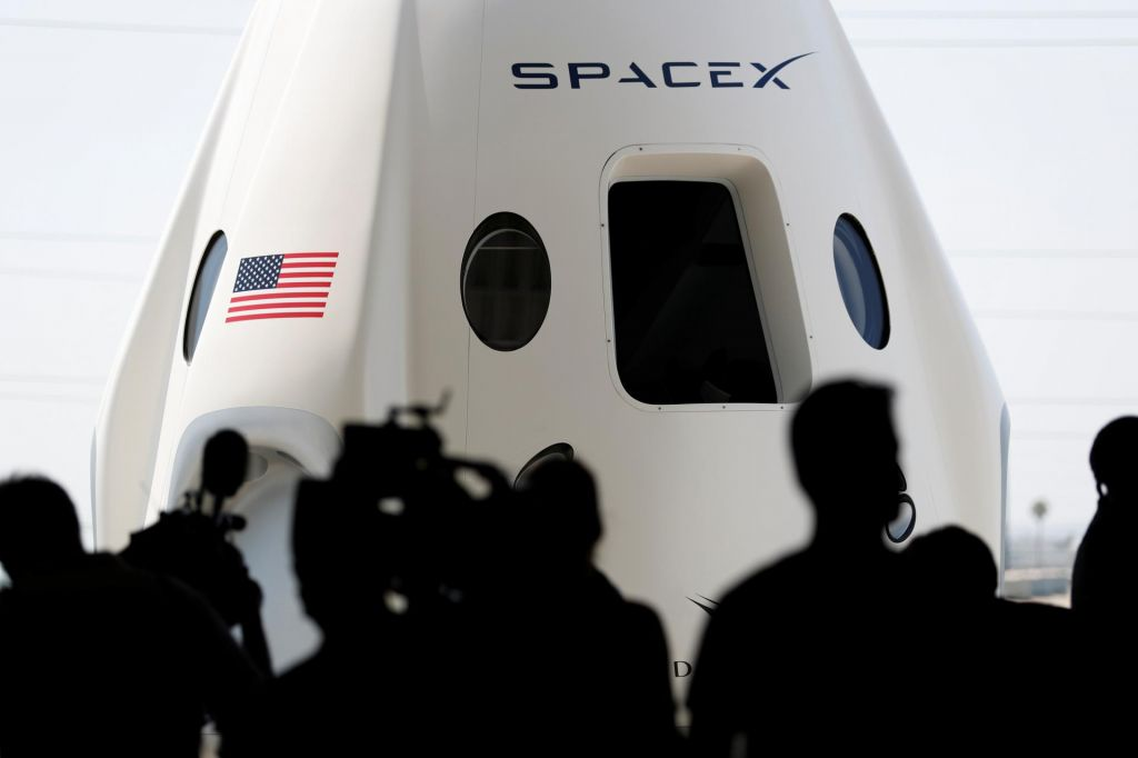 SpaceX bo namestil 12.000 satelitov v zemeljski orbiti