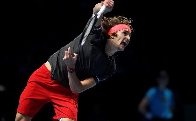 Alexander Zverev je v šestem medsebojnem obračunu z Rogerjem Federerjem zmagal tretjič. FOTO: Tony O'Brien/Reuters
