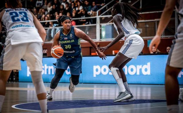 V slovenski vrsti se je z 19 točkami najbolj izkazala Shante Evans. FOTO: FIBA