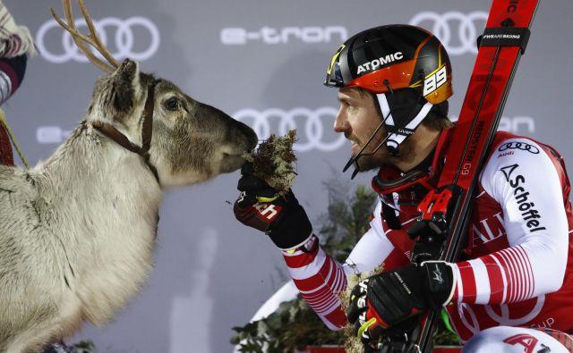 Marcel Hirscher je za nagrado znova dobil severnega jelena. FOTO: AP