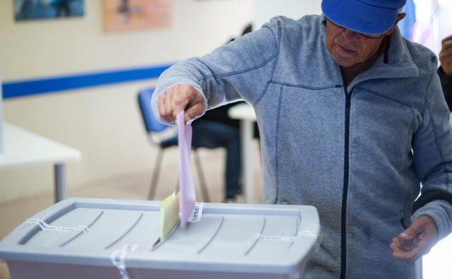Dejstvo, da je bila v nedeljo v Kopru do polnoči prešteta le približno polovica glasovnic, je lahko posledica več dejavnikov. FOTO: Jože Suhadolnik