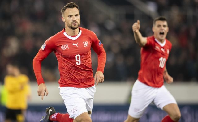 Haris Seferović je bil s tremi zadetki junak Švice. FOTO: AP