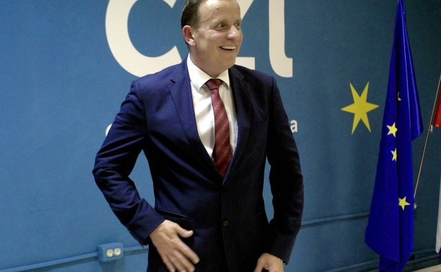 Volivci še naprej zaupajo Bojanu Šrotu FOTO: Roman Š�ipić/Delo