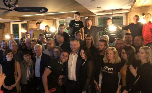 Političnemu anonimnežu Tilnu Klugerju (v sredini v beli srajci) bi skoraj uspelo postati novi slovenjgraški župan že v prvem krogu. FOTO: Osebni arhiv