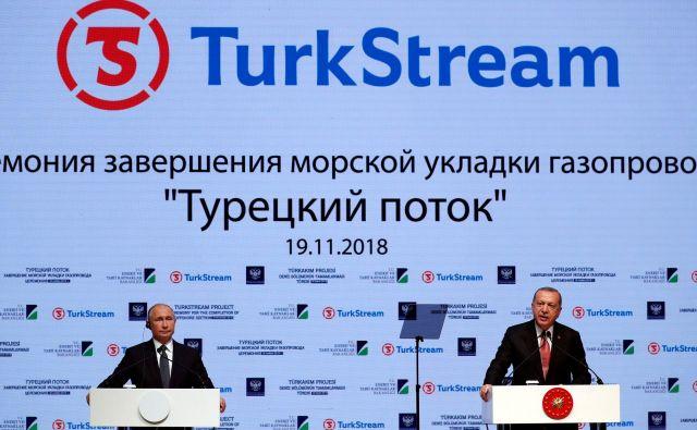 Predsednika Recep Tayyip Erdoğan in Vladimir Putin sta po turški sestrelitvi ruskega bombnika nad sirskim ozemljem pred skoraj tremi leti obnovila prijateljske odnose med državama. Foto Reuters