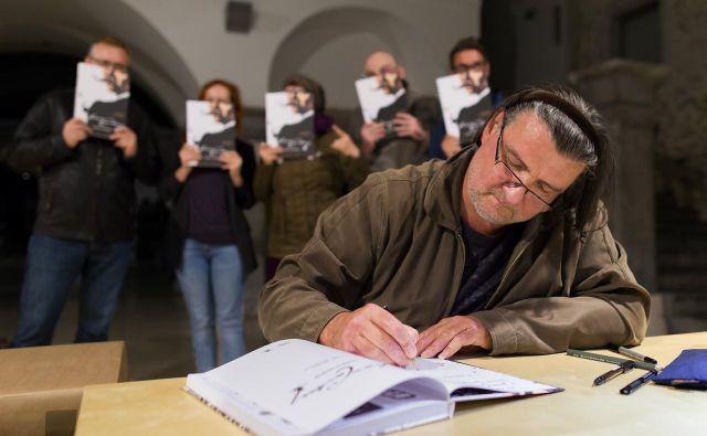 Zoran Smiljanić, znan tudi pod psevdonimom Vittorio de la Croce, je slovenski stripar, ilustrator, karikaturist, oblikovalec, scenarist, filmofil in publicist.<br /> FOTO: arhiv založbe