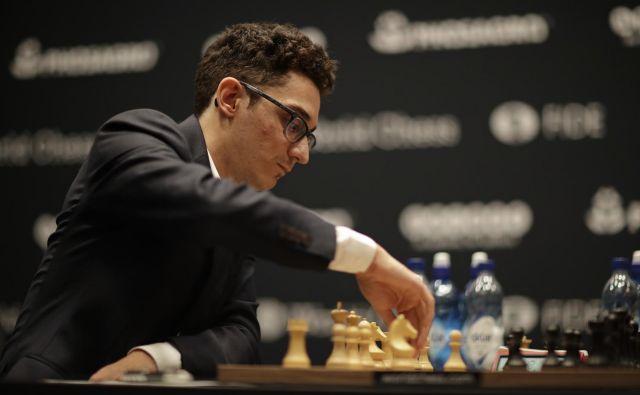 Fabiano Caruana ponujene priložnosti ni izkoristil. FOTO: Matt Dunham/AP