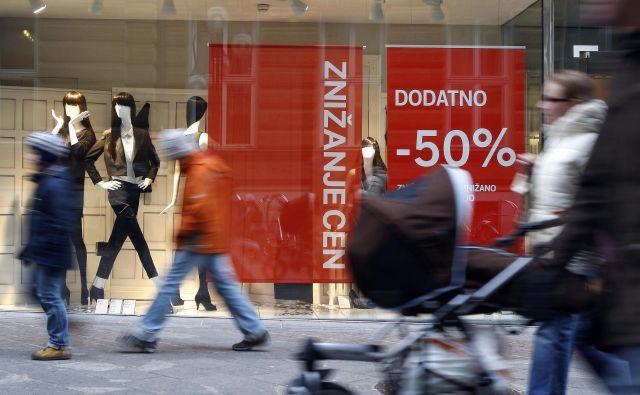 Preden se podamo po nakupih, se je dobro vprašati, kaj v resnici potrebujemo. FOTO: Blaž Samec
