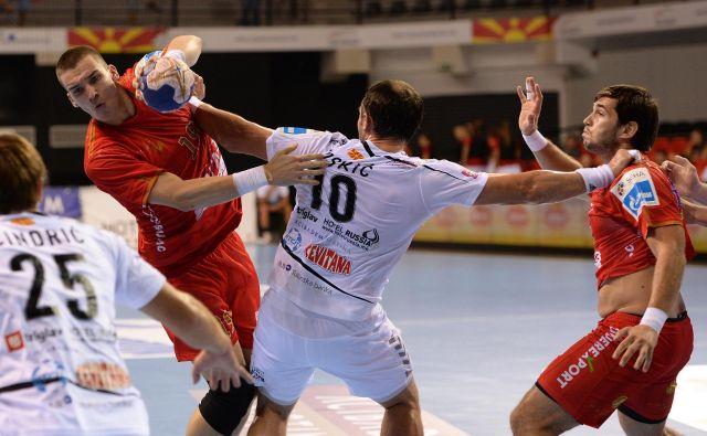 Stefan Ranisavljević (levo z žogo) bo okrepil ekipo Rika Ribnice. FOTO: SEHA