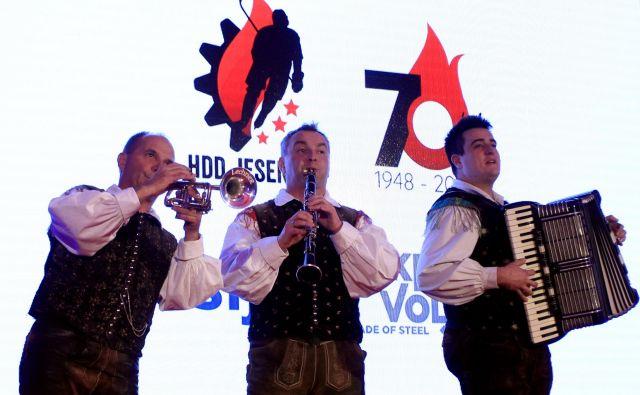 Veseli Begunjčani so zaigrali Prelepo Gorenjsko. FOTO: Roman Šipić
